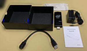 本体、取説、ACアダプター、HDMI延長ケーブル(スペース的に直接本体がテレビのHDMIポートに刺さらない場合使用します) シンプルな内容物ですね