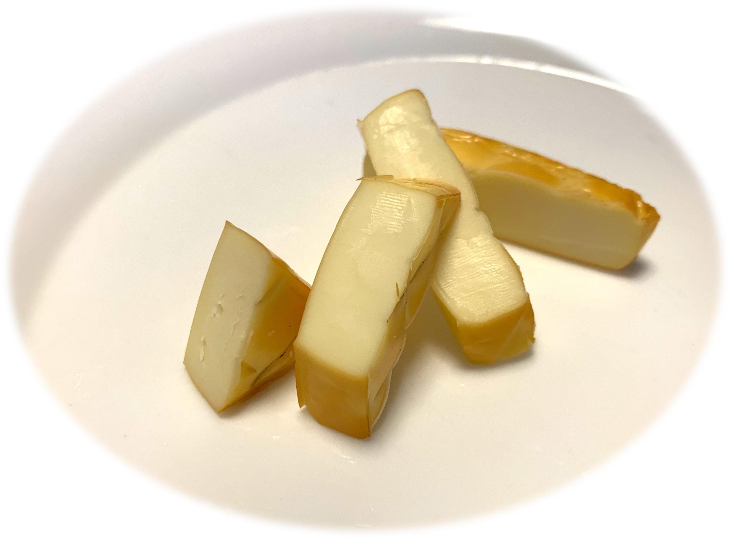 ダジン鍋でチーズの燻製を作る